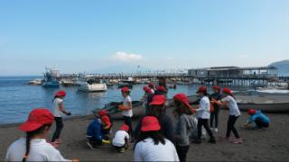 Iniziative oceaniche - I bambini ripuliscono il borgo della Loren e De Sica a Sorrento