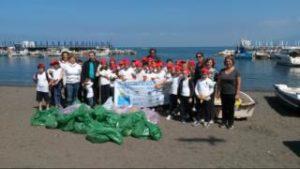 Iniziative oceaniche - I bambini ripuliscono il borgo della Loren e di De Sica